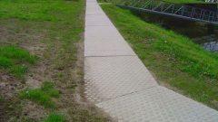 Concrete paving slabs non slip